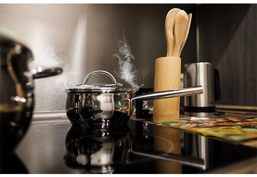 чиста плита без жира и нагара