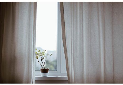 Светлые чистые шторы