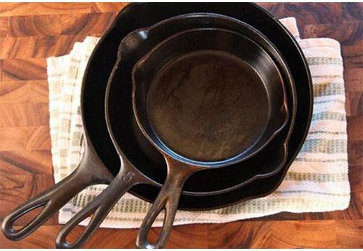 Очищенные чугунные сковороды