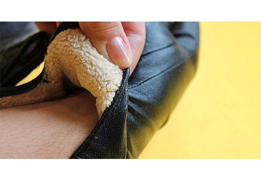 перчатки из кожи и мехом