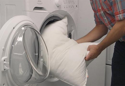 подушка и стиральная машина