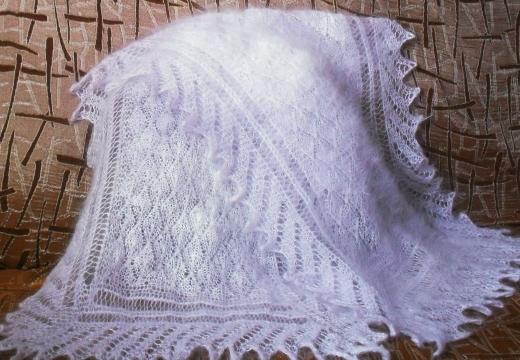 белый шерстяной платок