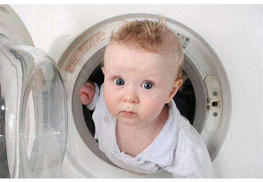 Малыш в стиралке