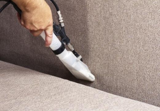 чистить мебель