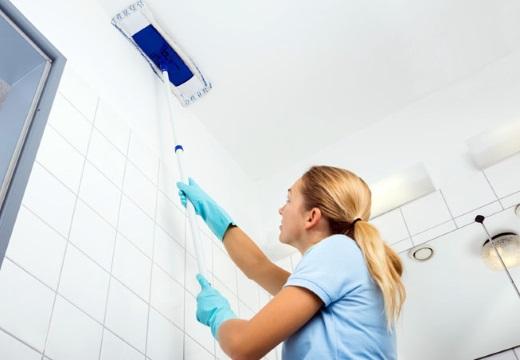 мытье натяжного потолка