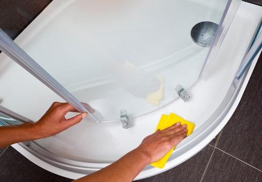 мыть душевую кабину