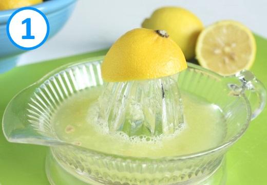 выжимать лимонный сок