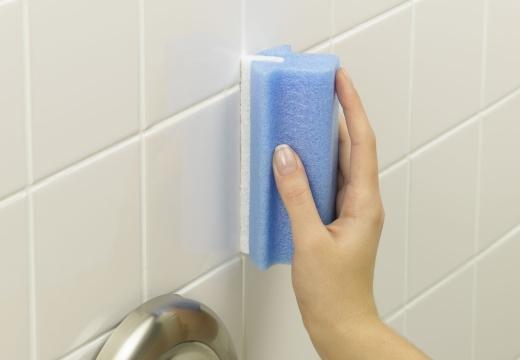 мыть плитку в ванной