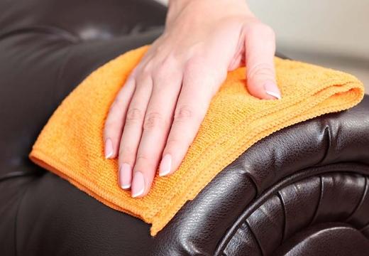 вытирать кожаный диван