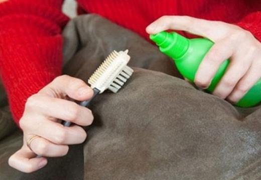 чистить дубленку спреем