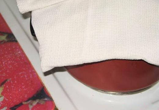 полотенце на кастрюле