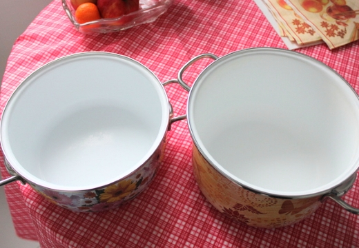 две кастрюли