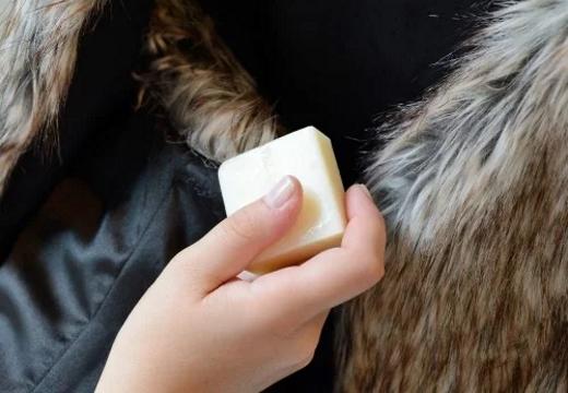 чистить куртку мылом