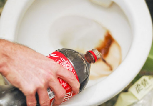 кока-кола в унитаз